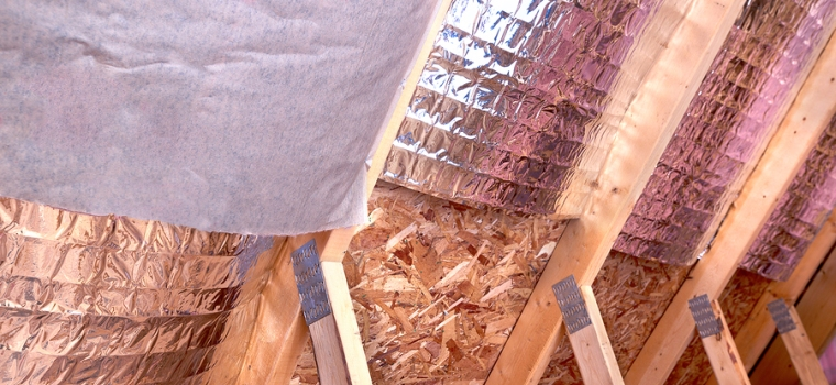 Detail of a radiant barrier system in a roofing interior