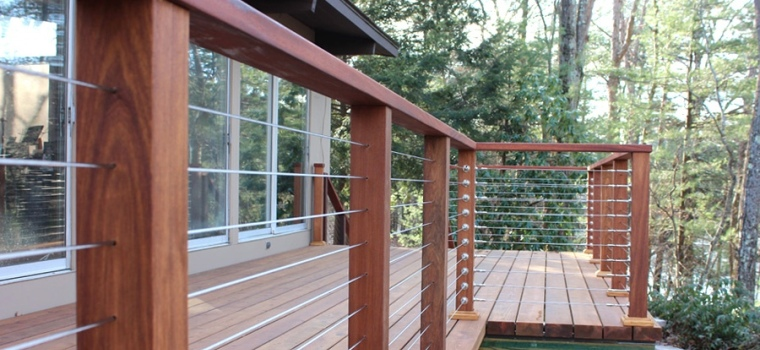 Cable railing system installed in a residential deck